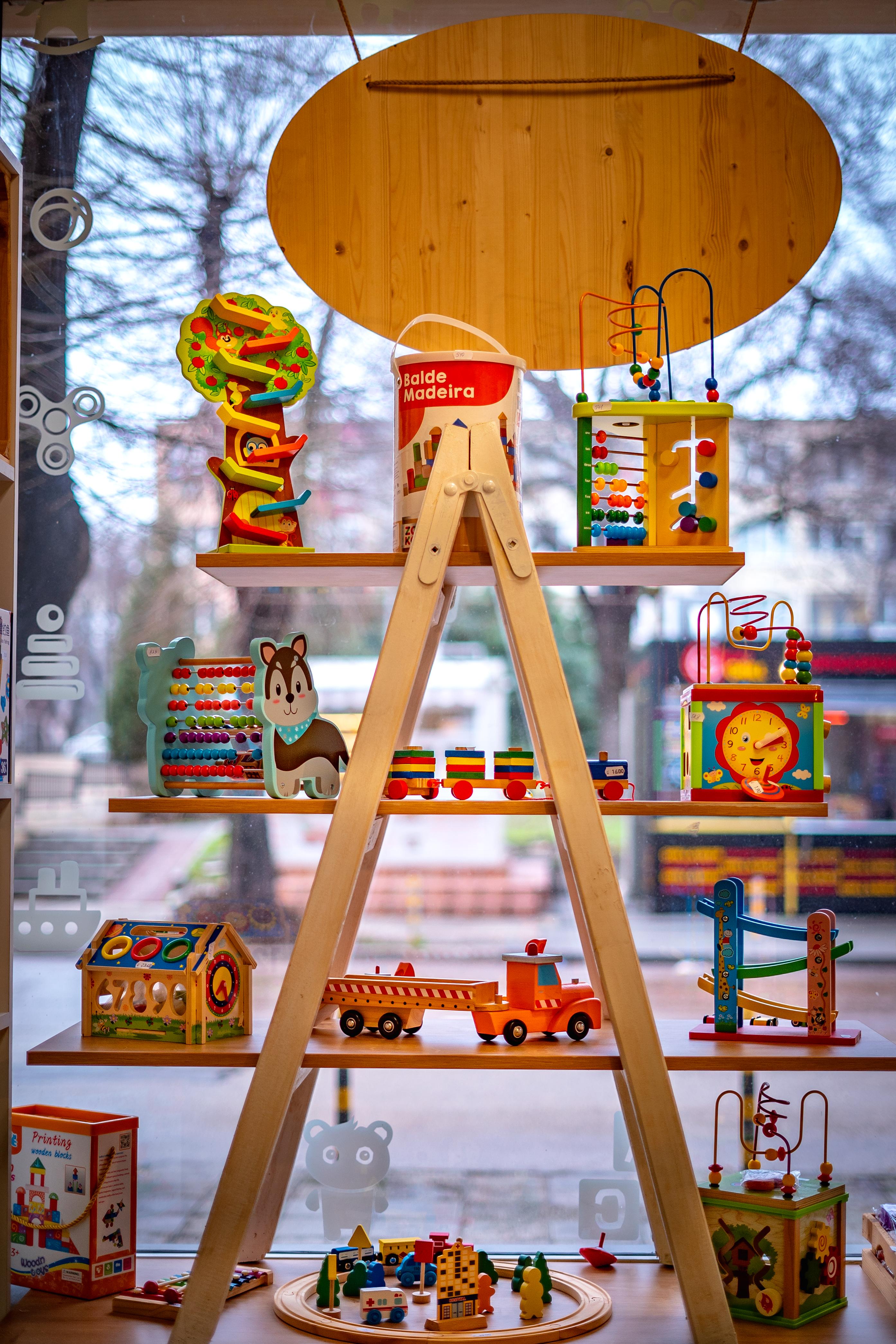 Магазин за дървени играчки